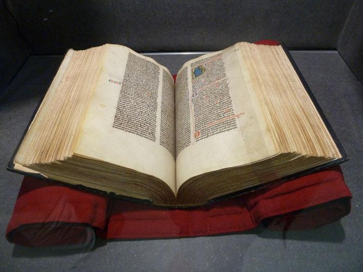 """""""Biblia sacra"""" titre donné par Louis Médard, manuscrit sur prchemin du 13ème siècle. Reliure par Beaussonnet."""