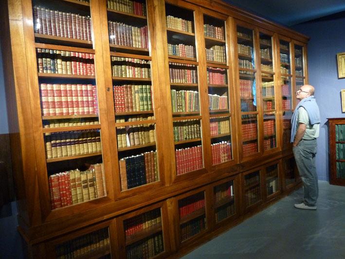 Le fonds Médard :L'ensemble de la collection comprenant 4871 volumes datant du XIIème au XIXème siècle, est consigné dans un catalogue qui fait office d'inventaire.