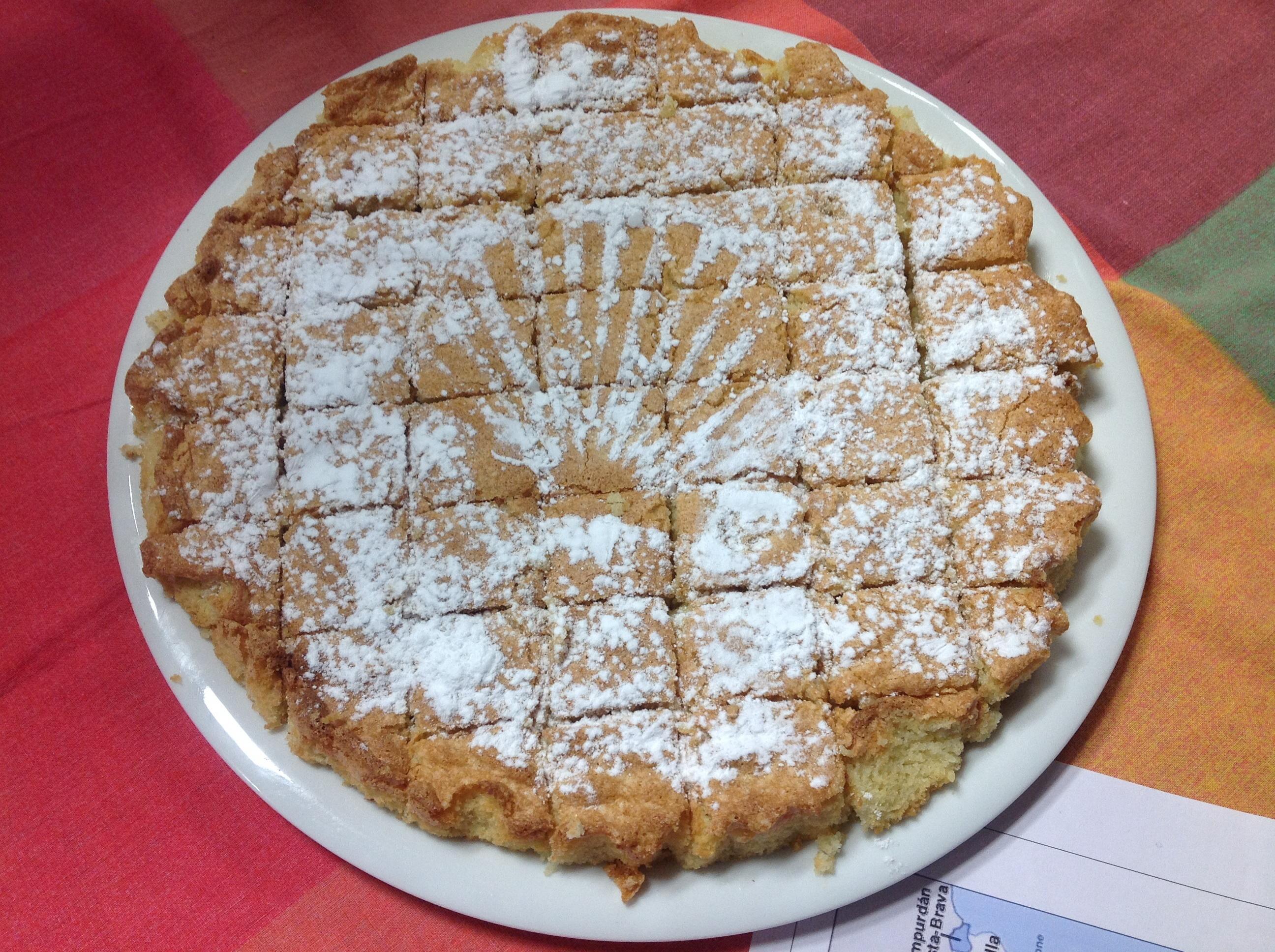 Et pour le dessert, Mauricette nous a offert une superbe tarte, selon la recette de la région de Galice