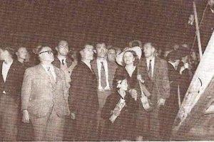 Guillaume SEZNEC revient le 1er Juillet 1947 du bagne. La famille est venue l'accueillir. François LE HER est à gauche