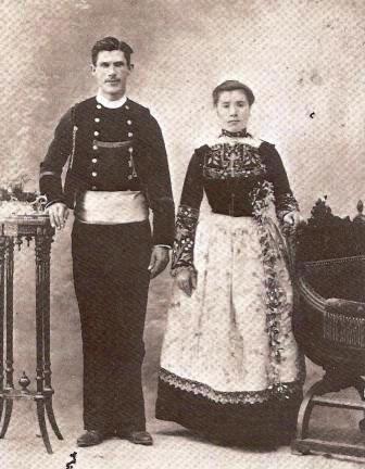 Guillaume SEZNEC et Marie-Jeanne MARC (fille d'un marchand de grain de PLOMODIEN), le 18 Juillet 1906, jour de leur mariage