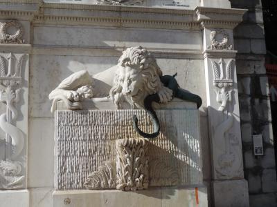 La Fontaine au lion sur la place du Parlement