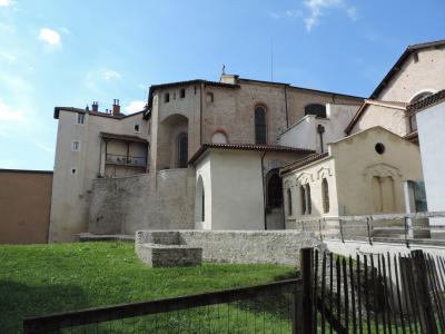 Situé au cœur du centre historique de Grenoble, à proximité immédiate de la cathédrale, le Musée de l'Ancien Évêché est installé dans l'ancien palais des Evêques, édifice protégé au titre des Monuments historiques