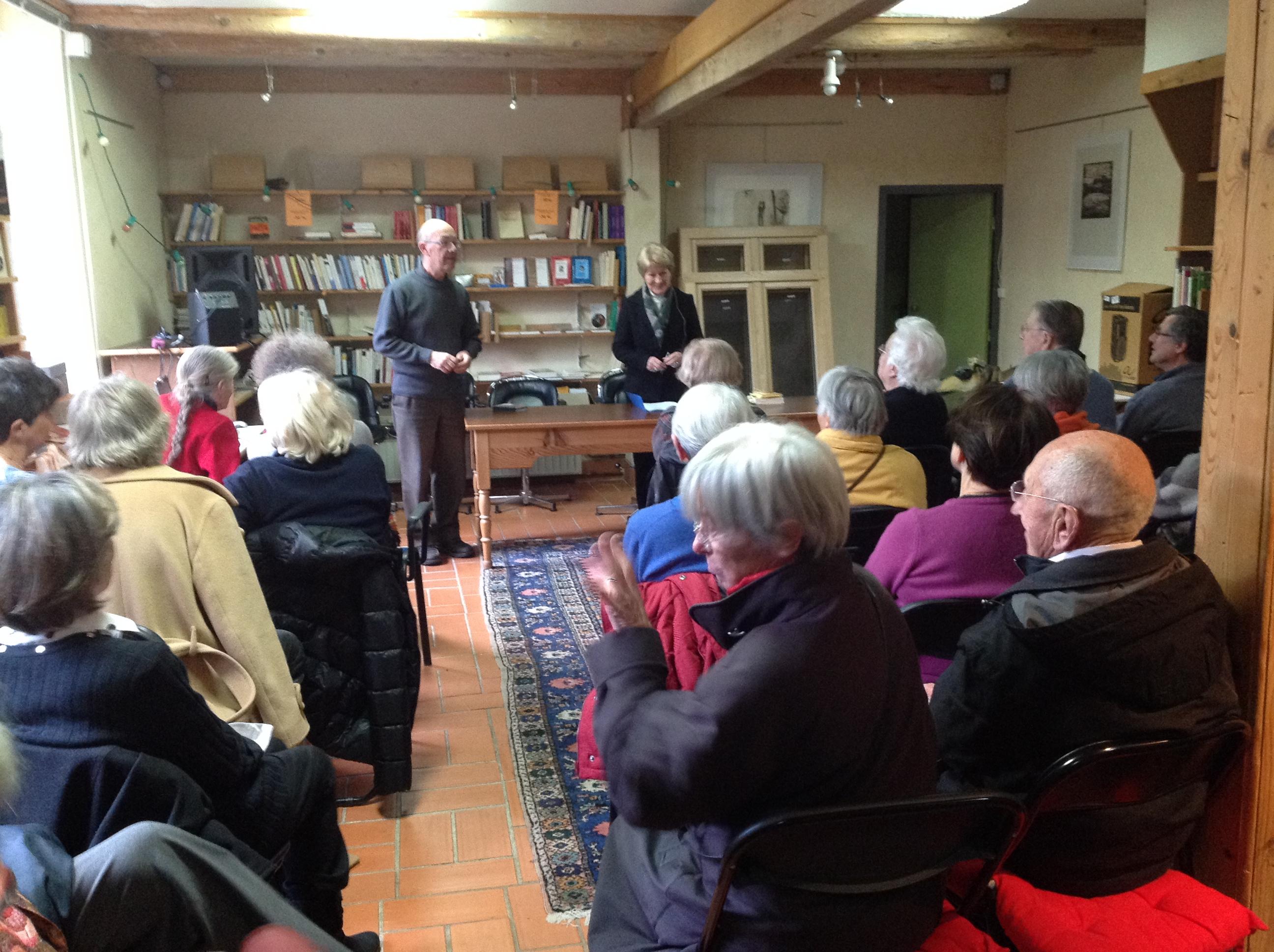 Géraldine Montgomery a passionné son auditoire avec l'Etrange d'Albert Camus, le 25 février 2014.