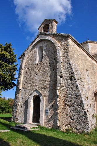 L'entrée de l'église, façade Est.