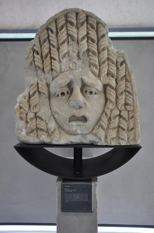 Acrotère (calcaire) Provient des Baux.